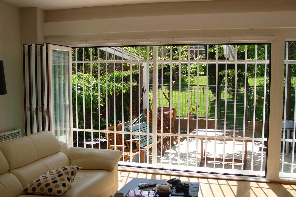 exclusivas-joma,,cerramientos-de-salon,ambientes-con-ventanales,pvc-y-aluminio,rejas-de-seguridad,tres-cantos-(8)