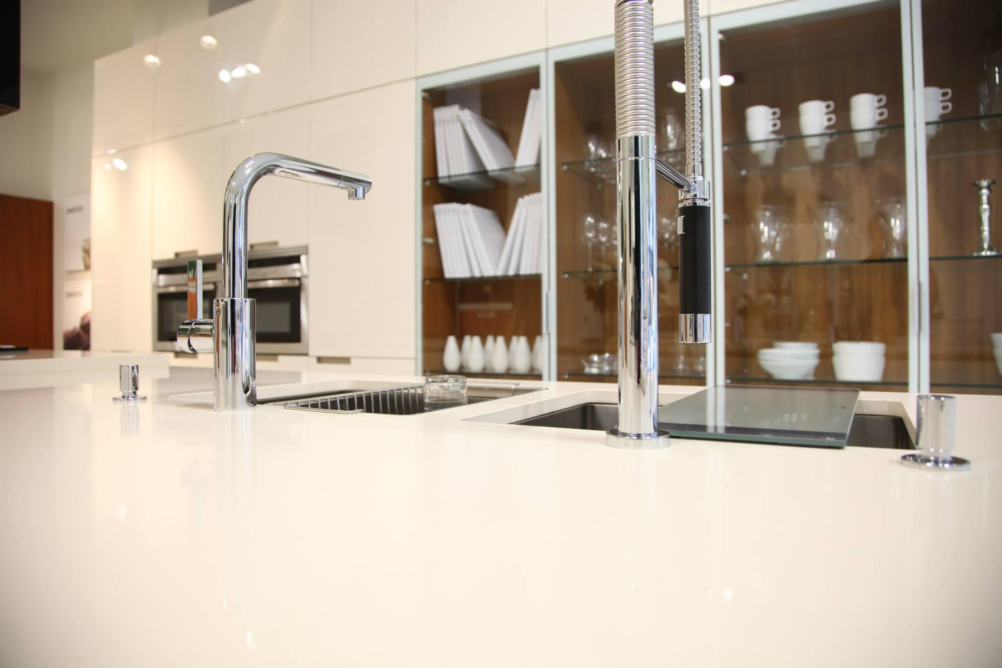 techlamencimeras-de-cocina-encimeras-porcelanicaslevantina-encimerastres-cantos-cocinas-cocinas-con-techlamespacios-techlam-2