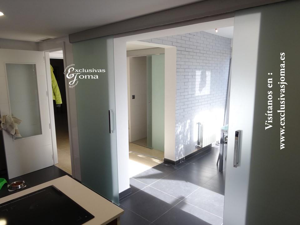 Espacio abierto de cocina-comedor-pasillo de esta forma tambien podemos independizarlos con puertas de cristal en Tres Cantos