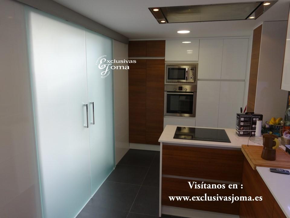 Reforma de chalet integral en tres cantos, muebles de cocina Antalia de diseño, encimera de Silestone blanco zeus,electrodomesticos Pando y Bosch (1)