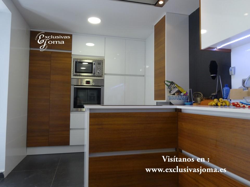 Reforma de chalet integral en tres cantos, muebles de cocina Antalia de diseño, encimera de Silestone blanco zeus,electrodomesticos Pando y Bosch (3)