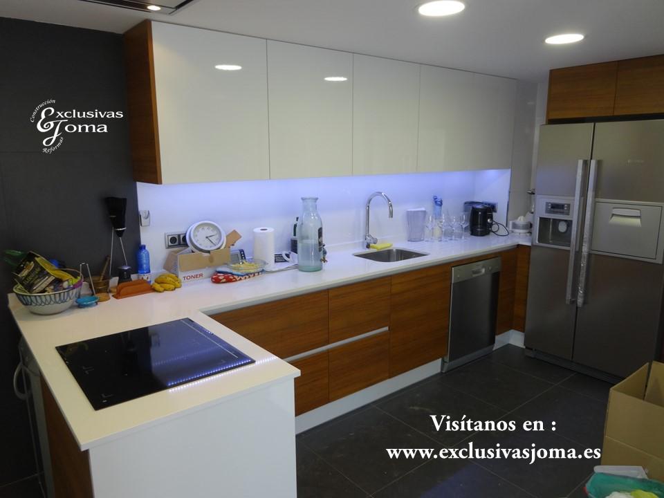 Reforma de chalet integral en tres cantos, muebles de cocina Antalia de diseño, encimera de Silestone blanco zeus,electrodomesticos Pando y Bosch (4)