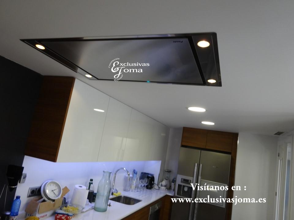 Reforma de chalet integral en tres cantos, muebles de cocina Antalia de diseño, encimera de Silestone blanco zeus,electrodomesticos Pando y Bosch (6)