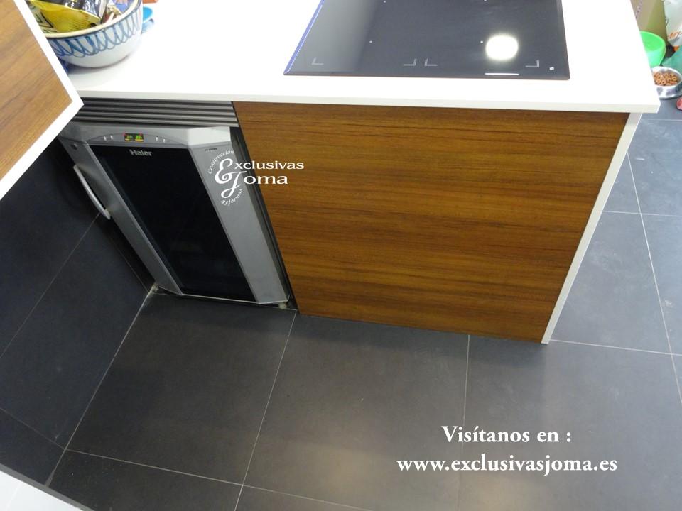 Reforma de chalet integral en tres cantos, muebles de cocina Antalia de diseño, encimera de Silestone blanco zeus,electrodomesticos Pando y Bosch (8)