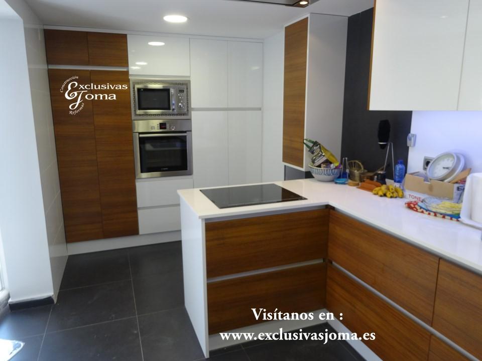 Reforma de chalet integral en tres cantos, muebles de cocina Antalia de diseño, encimera de Silestone blanco zeus,electrodomesticos Pando y Bosch (9)