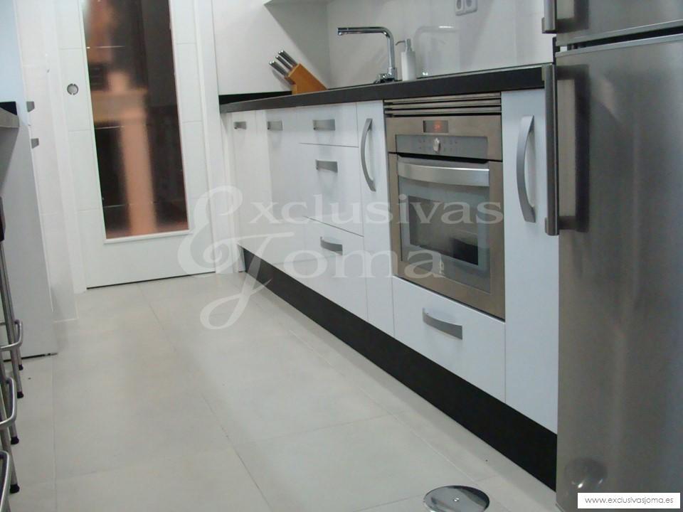 Reformas integrales de cocinas en tres cantos muebles de for Medidas de muebles de cocina integral