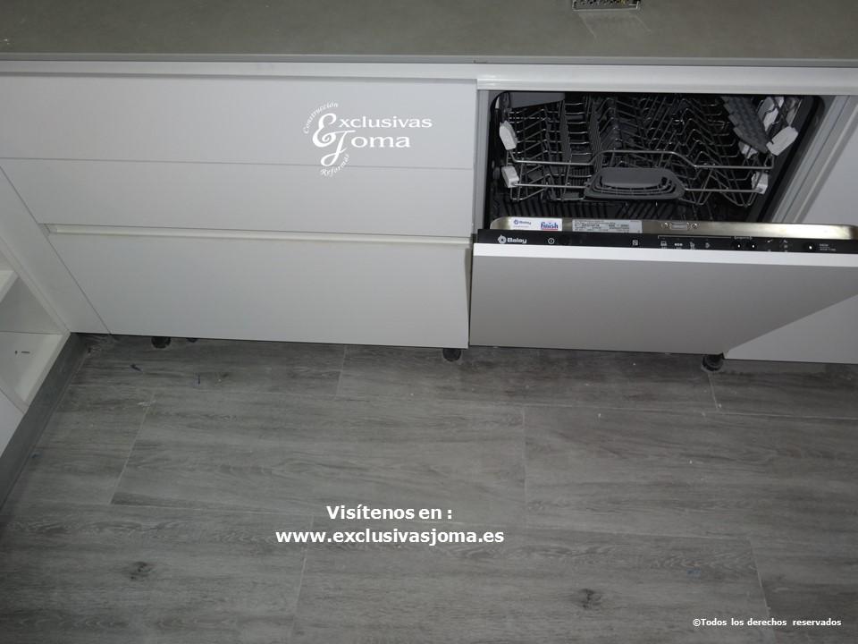 Reforma de cocina integral, reformas de cocinas en Tres cantos, tirador gola, acabado de cocina Antalia blanco mate seda y electrodomesticos bosch y Siemens (2)