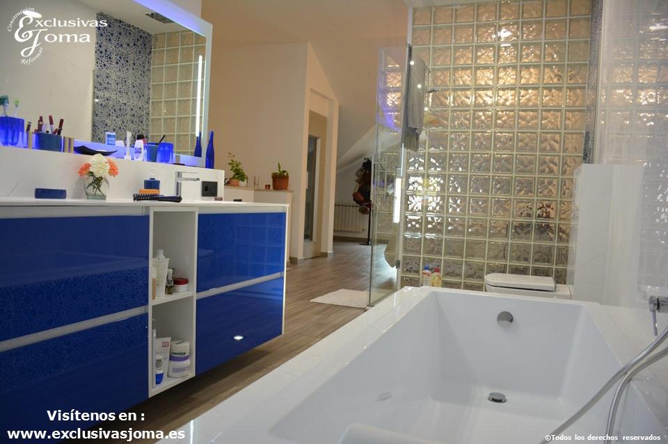 Reforma en Tres Cantos en chalet, baño reformado con bañera Novellini, plato de ducha antideslizante, muebles de baño kyrya a medida y espejo led colores, griferia tres (1)