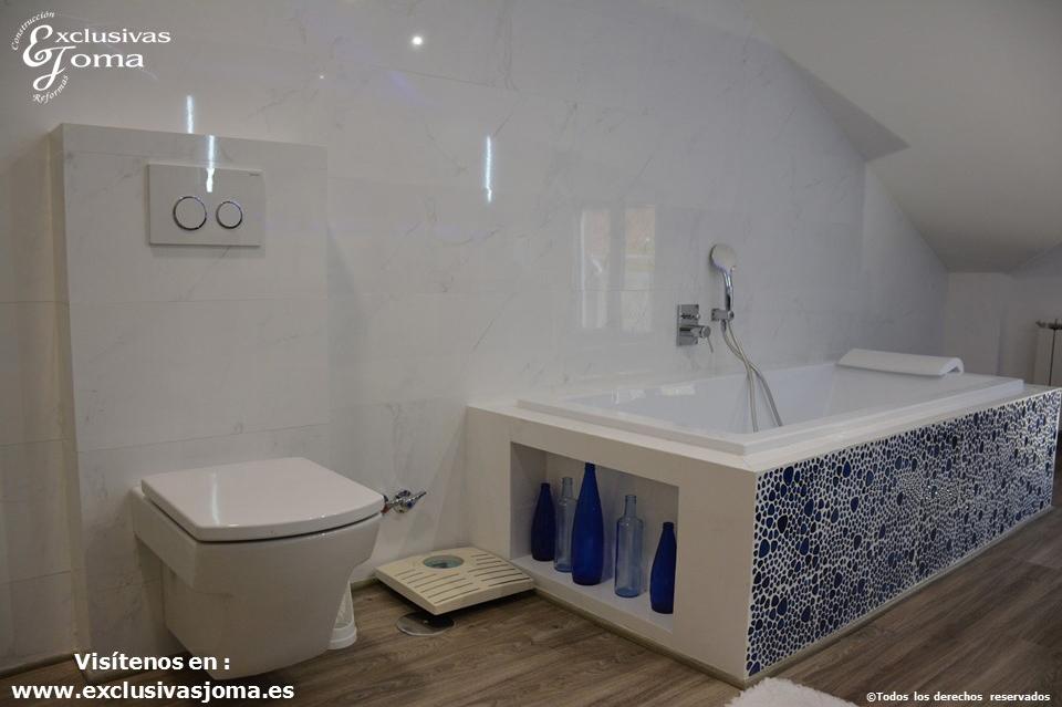 Reforma en Tres Cantos en chalet, baño reformado con bañera Novellini, plato de ducha antideslizante, muebles de baño kyrya a medida y espejo led colores, griferia tres (11)