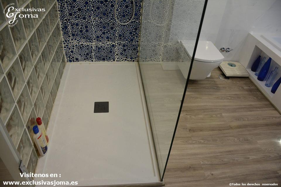 Reforma en Tres Cantos en chalet, baño reformado con bañera Novellini, plato de ducha antideslizante, muebles de baño kyrya a medida y espejo led colores, griferia tres (3)