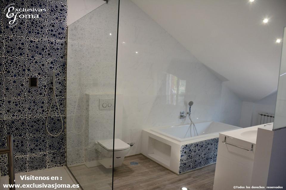 Reforma en Tres Cantos en chalet, baño reformado con bañera Novellini, plato de ducha antideslizante, muebles de baño kyrya a medida y espejo led colores, griferia tres (5)