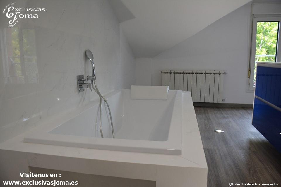 Reforma en Tres Cantos en chalet, baño reformado con bañera Novellini, plato de ducha antideslizante, muebles de baño kyrya a medida y espejo led colores, griferia tres (6)