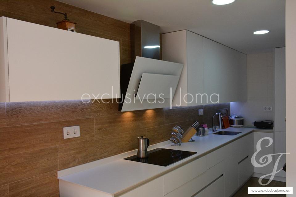 exclusivas-jomaantalia-cocinastecklamlevantinatechlam-blanco-de-dietrich-elica-campanasceramica-saloni-muebles-blancos-mate-4