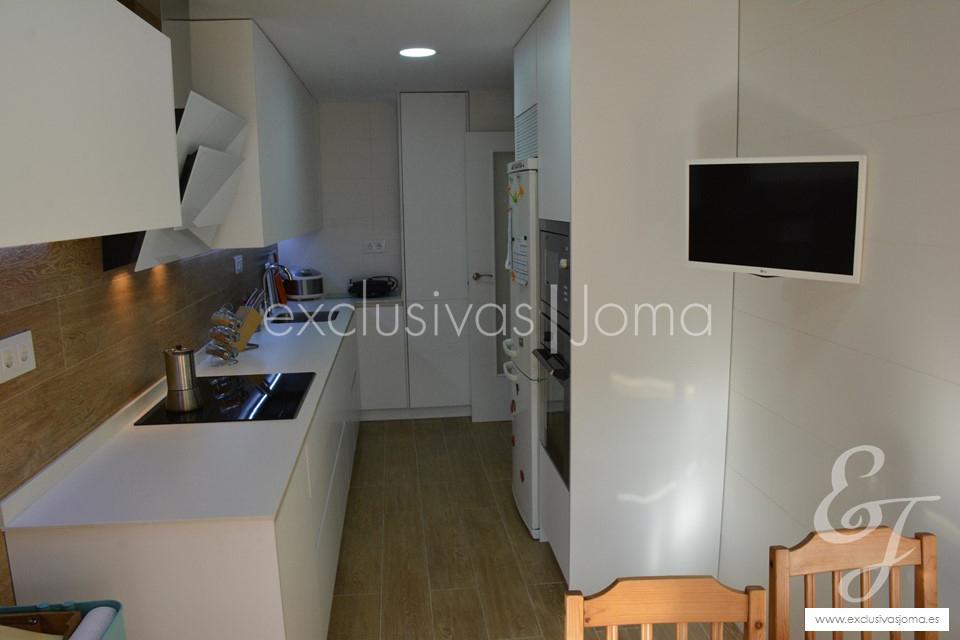 exclusivas-jomaantalia-cocinastecklamlevantinatechlam-blanco-de-dietrich-elica-campanasceramica-saloni-muebles-blancos-mate-6