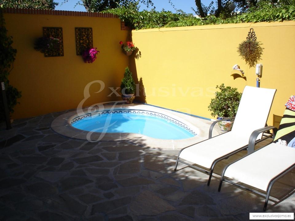 Decoracion de piscinas y jardines reforma de jardines en for Jardin con piscina decoracion