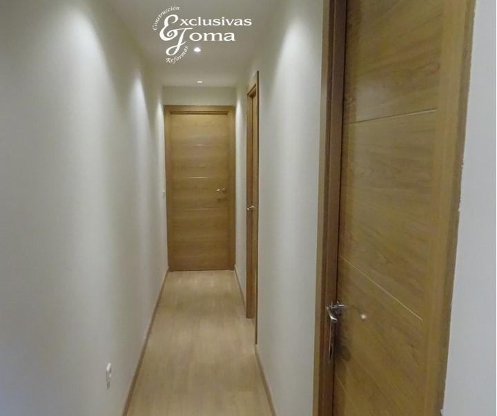 Reformas integrales en interior de pisos en tres cantos - Decoracion puertas blancas ...